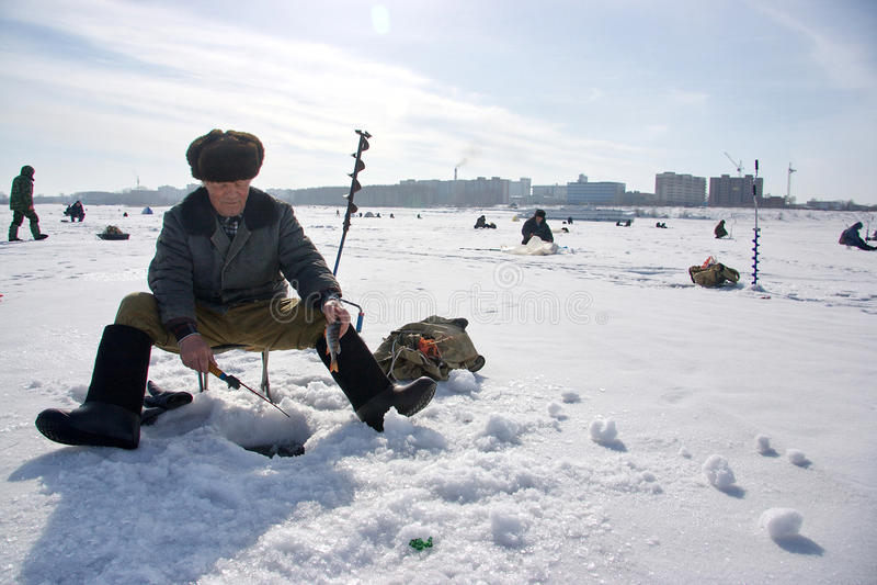 Pêche de l'hiver images libres de droits