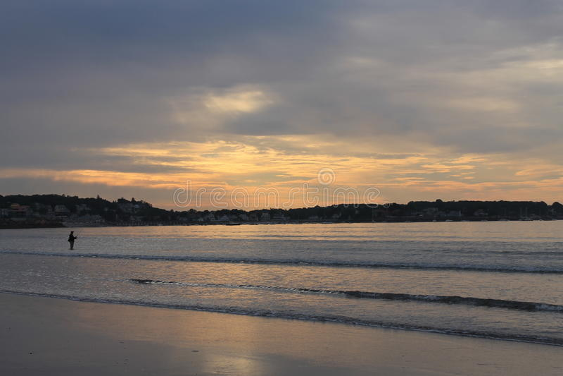 Pêche de lever de soleil de la plage 1 de port de Swampscot image stock