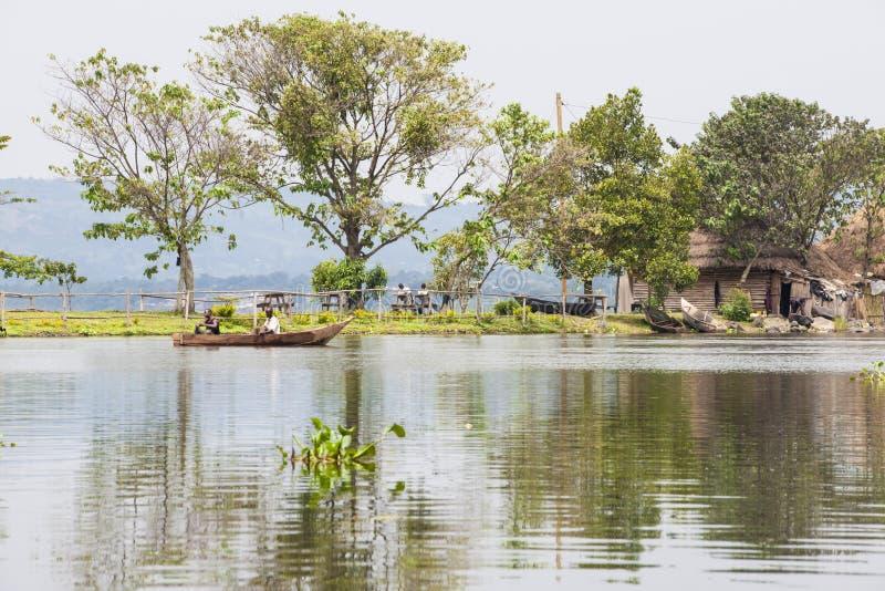 Pêche sur zéro de rivière photo stock