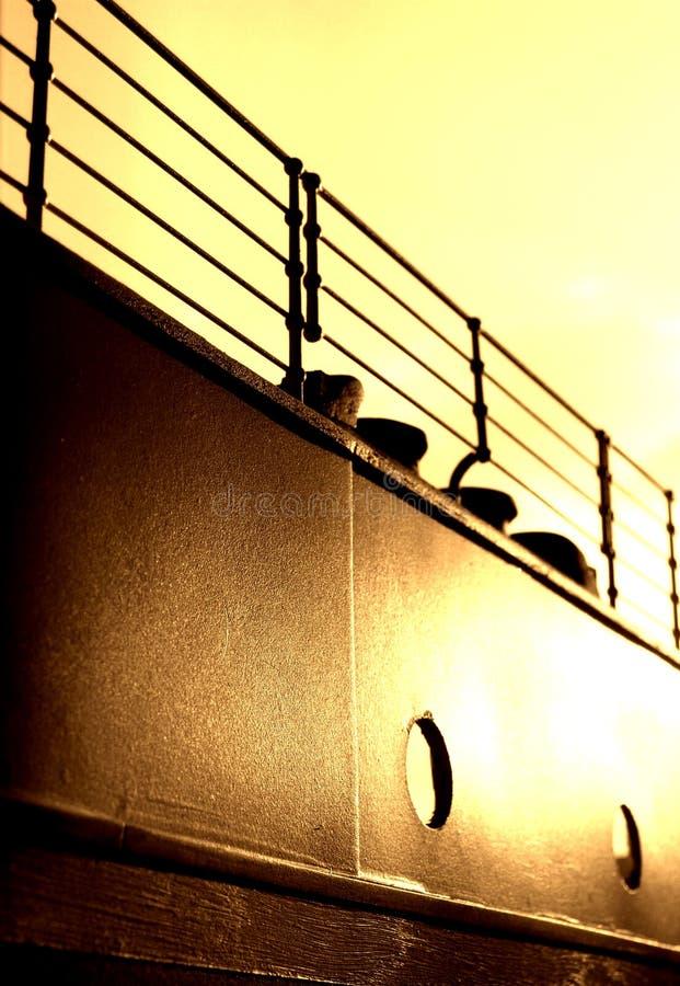 Pêches à la traîne et guide-câble titaniques - version de sépia photographie stock