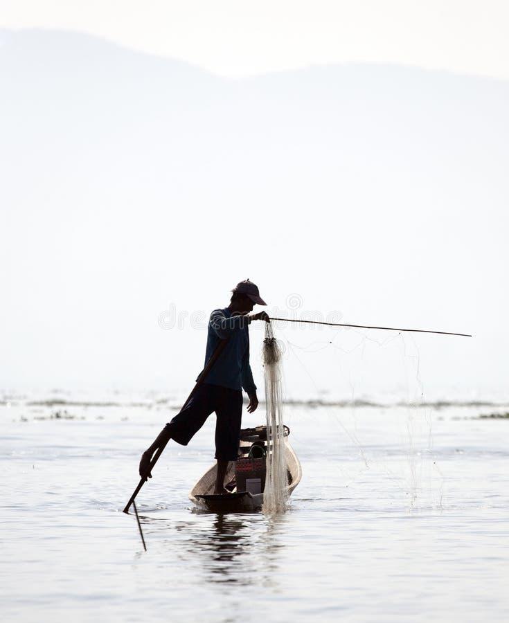 Pêcheur au lac Inle photos stock