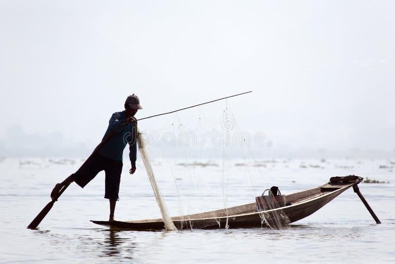 Pêcheur au lac Inle images stock