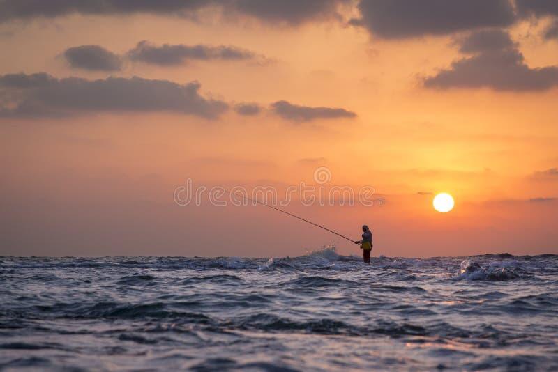 Pêcheur au susnet images stock