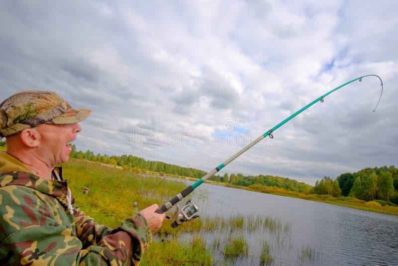 Pêcheur avec la pêche de tige photos libres de droits