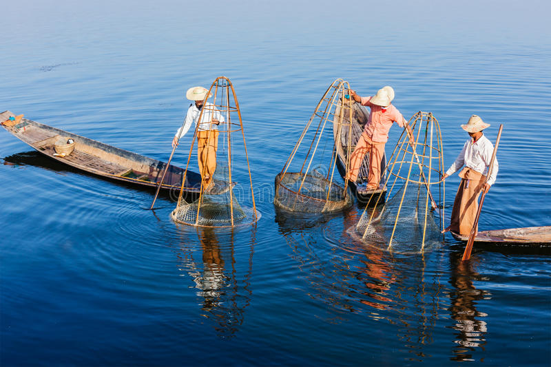 Pêcheur birman au lac Inle, Myanmar photos libres de droits
