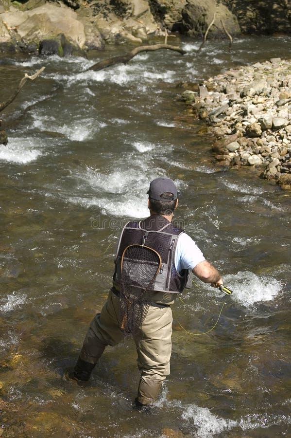 Pêcheur dans un fleuve photographie stock