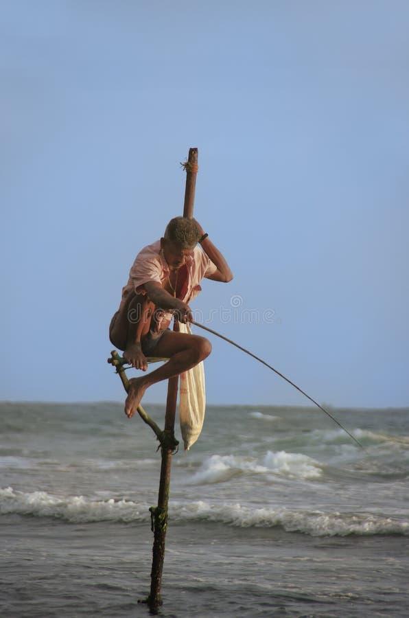 Download Pêcheur Dans Unawatuna, Sri Lanka Image éditorial - Image du été, seascape: 45363735