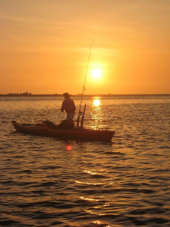Pêcheur de kayak images libres de droits