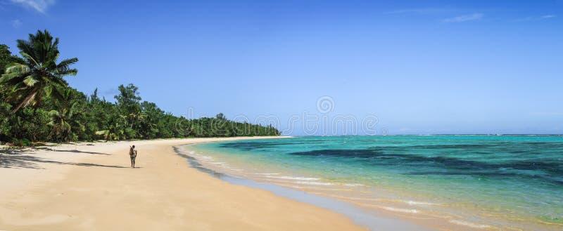 Pêcheur seul, baie d'Ampanihy, Sainte Marie Island, Analanjirofo, Madagascar image stock