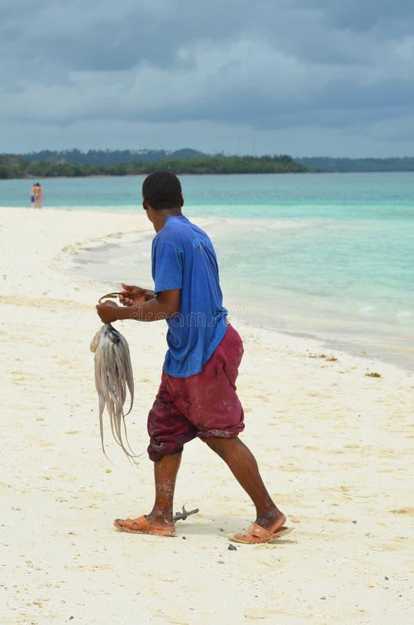 Pêcheur sur l'île de Zanzibar photo stock