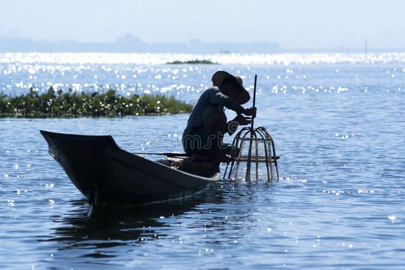 Pêcheur sur le lac Inle images libres de droits