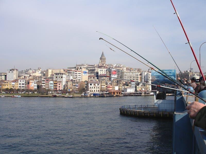 Pêcheurs à la passerelle de Galata image libre de droits