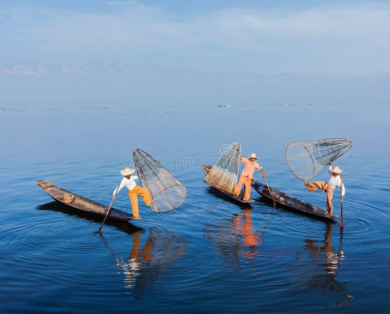 Pêcheurs birmans au lac Inle, Myanmar image libre de droits