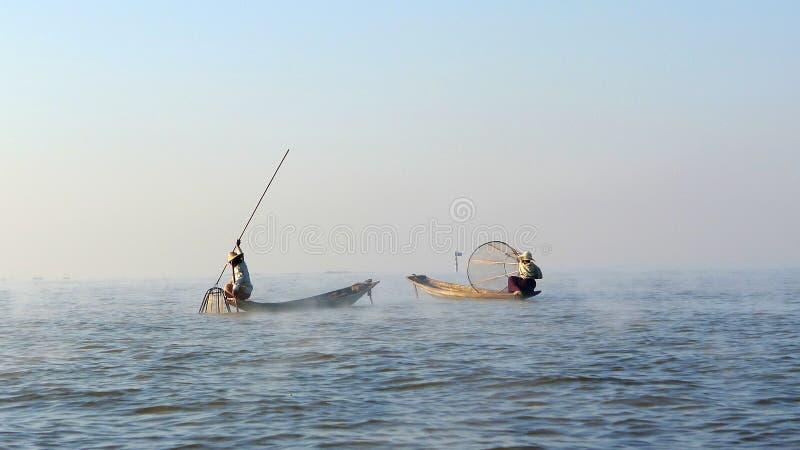 Pêcheurs dans Myanmar photographie stock libre de droits