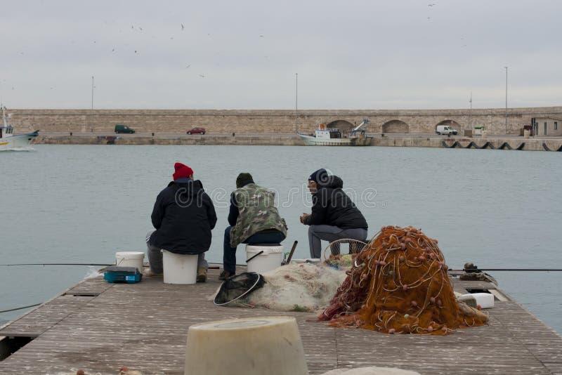 Pêcheurs de Molfetta, Italie images libres de droits