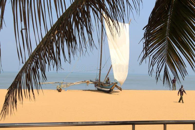 Pêcheurs et bateaux photographie stock