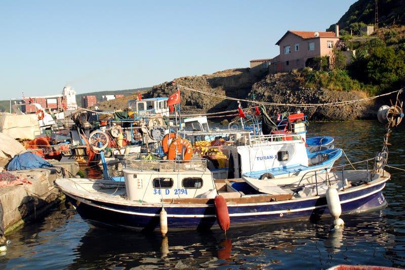 Pêcheurs pêchant dans le village de Garipçe photographie stock libre de droits