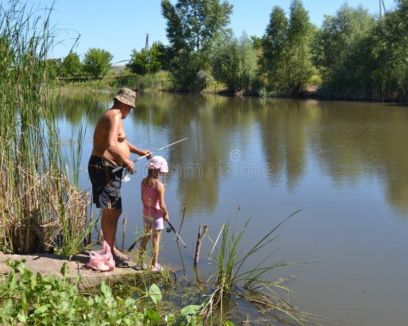 Pêcheurs première génération avec la petite-fille photos libres de droits