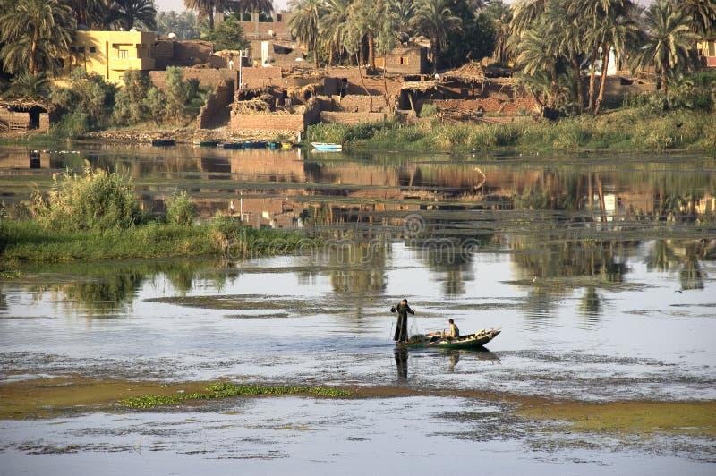 Pêcheurs sur le fleuve de Nil, course en Egypte photographie stock libre de droits