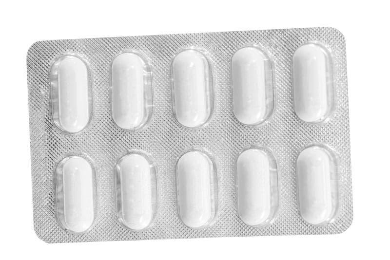 Píldoras en un paquete de ampolla aislado fotos de archivo