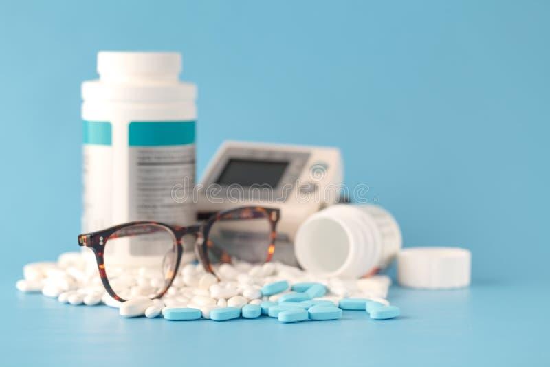 Píldoras, fondo médico fotos de archivo libres de regalías