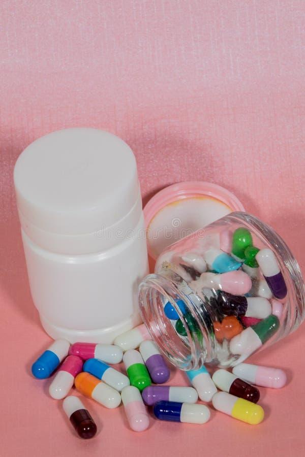 Píldoras Medicina y sano foto de archivo libre de regalías