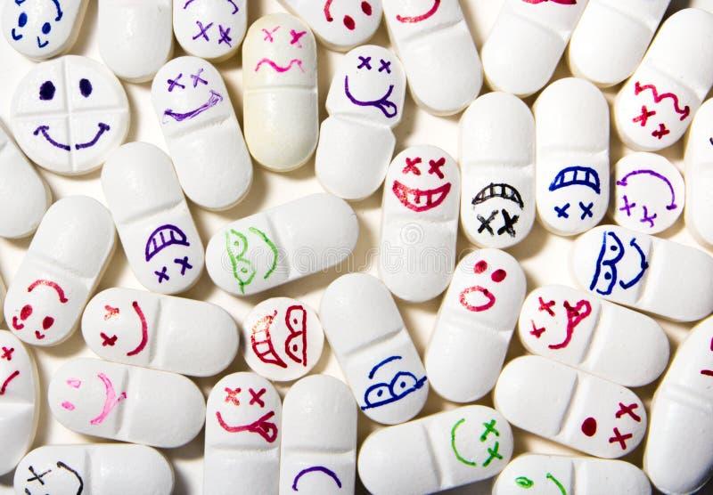 Píldoras sonrientes de la cara fotografía de archivo libre de regalías