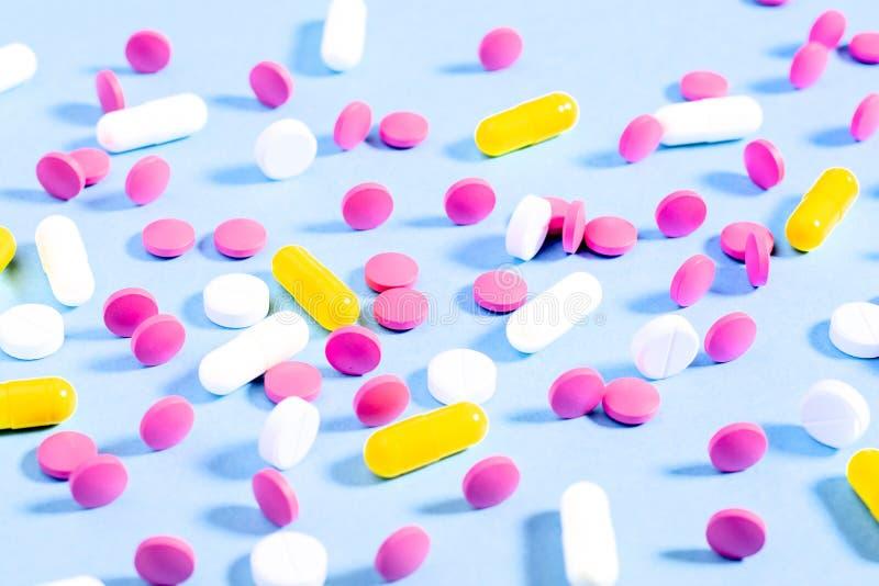 Píldoras y cápsulas foto de archivo libre de regalías