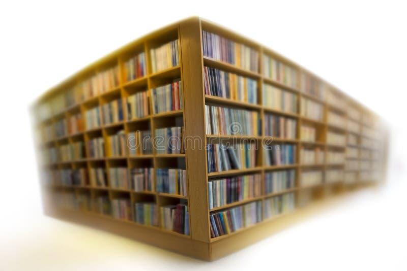 Półka na książki na bielu zdjęcie stock