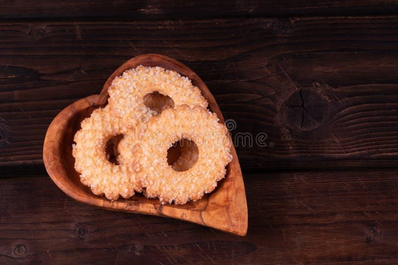Półkowy kierowy kształt na drewnianym tle, depresja klucz, ręcznie robiony, wieśniak obrazy royalty free