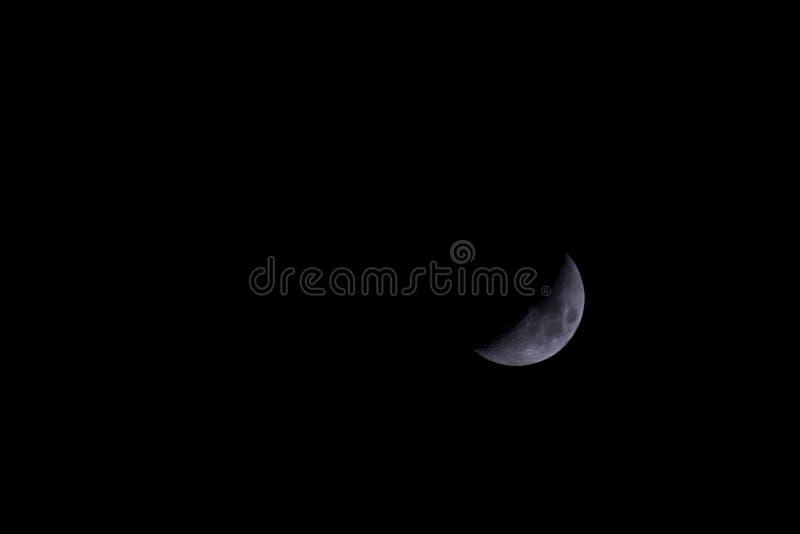 Półksiężyc księżyc na bezksiężycowej nocy zdjęcia stock