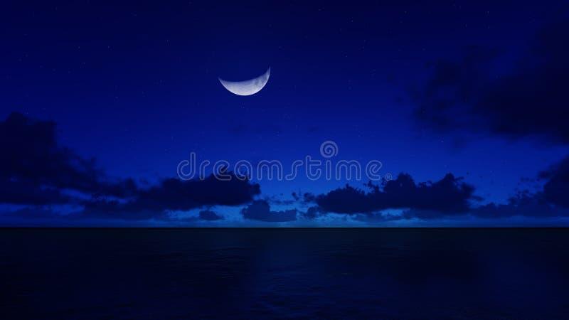 Półksiężyc księżyc w nocy nad oceanem fotografia stock
