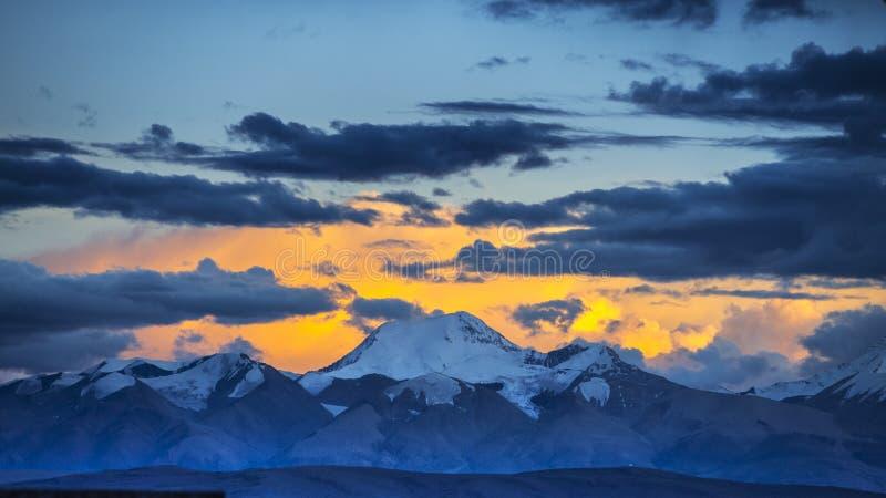 Półmrok Naimona nyi, góra Gurla Mandhata, notatka Nani, Tybet fotografia stock