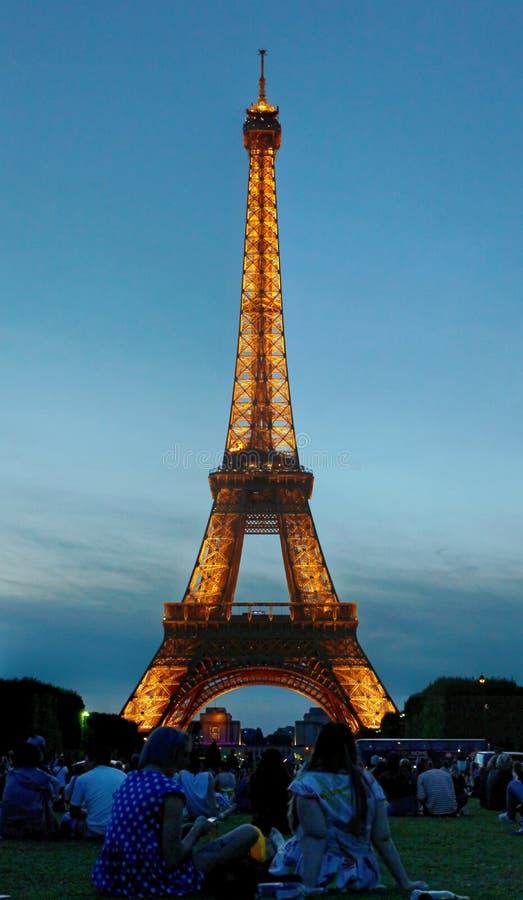 półmrok wieża eifla zdjęcia royalty free