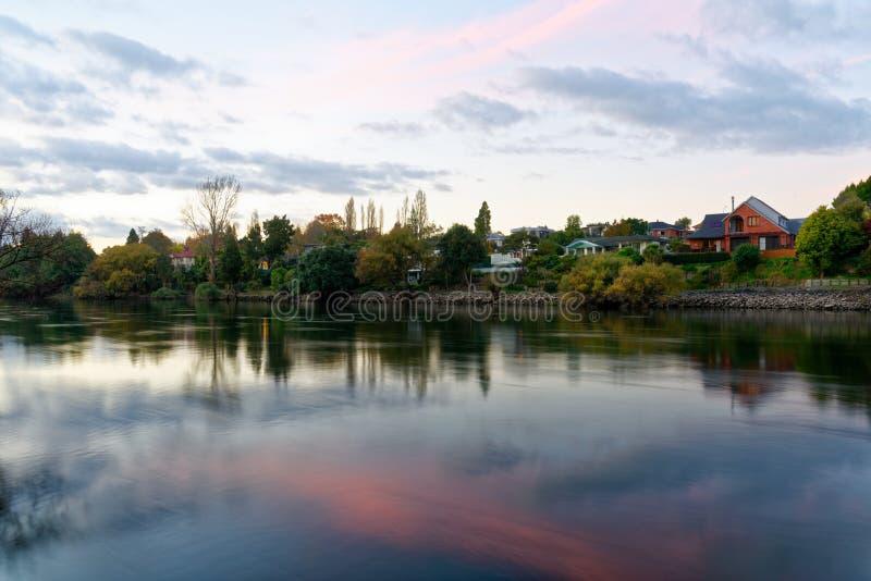 Półmrok wzdłuż Waikato rzeki w Hamilton, Nowa Zelandia zdjęcia royalty free