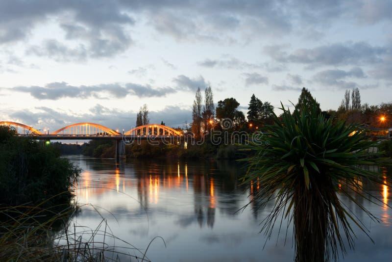 Półmrok wzdłuż Waikato rzeki w Hamilton, Nowa Zelandia obraz royalty free