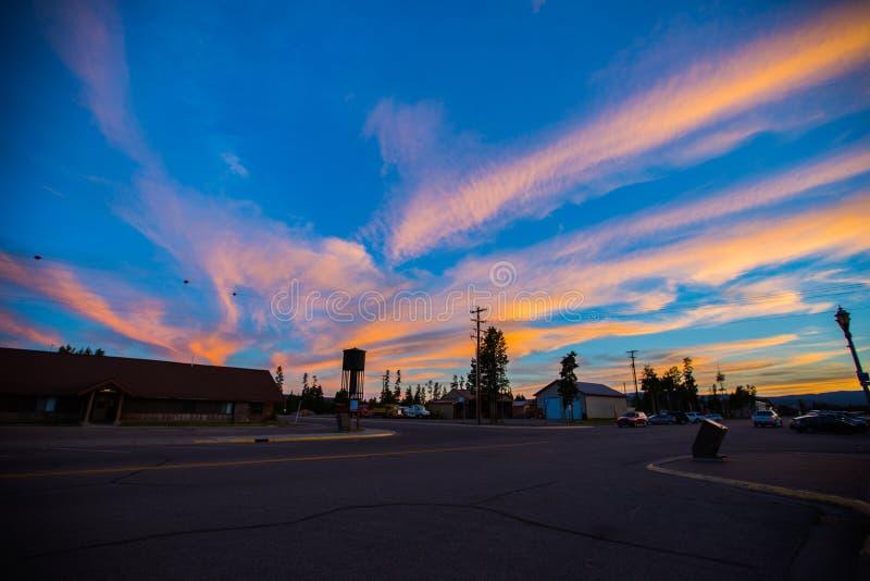 Zachodni Yellowstone przy półmrokiem obrazy stock