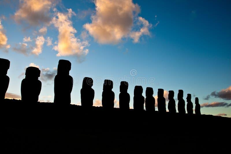 półmroku Easter wyspy statuy fotografia stock