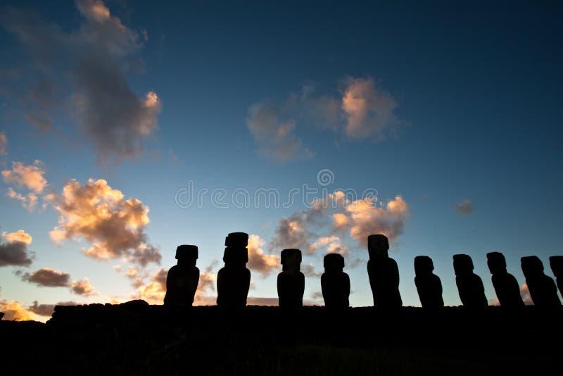 półmroku Easter wyspy statuy zdjęcia stock