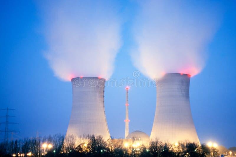 półmroku elektrowni nuklearnej władza obrazy stock