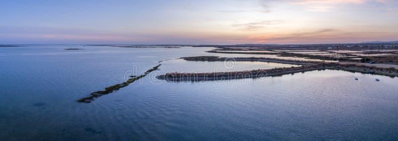 Półmroku seascape powietrzny panoramiczny widok Olhao solankowego bagna wpust obraz royalty free