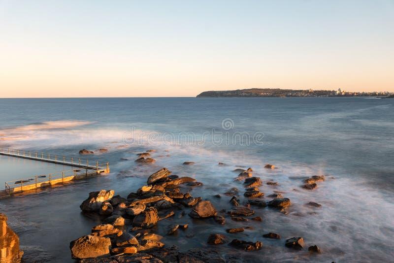 Północ kędzioru kędzioru skały basen, Sydney Australia zdjęcia stock