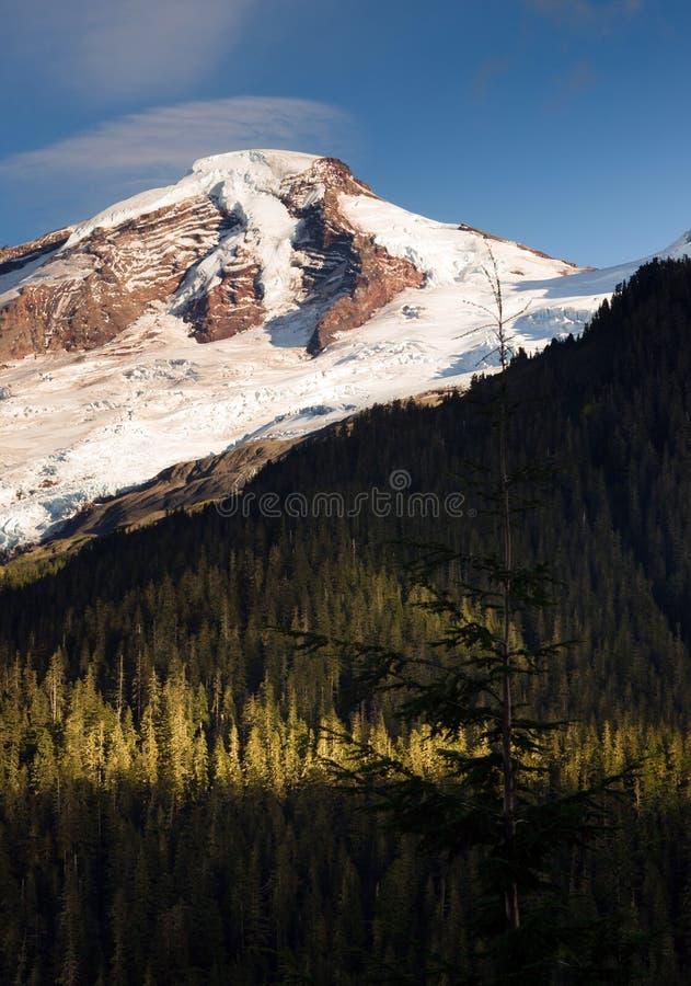 Północ Spada kaskadą Mt Piekarniani Heliotropowi grań lodowa szczyty fotografia stock