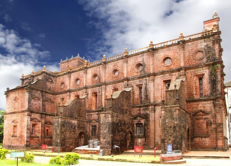 Północna ściana bazylika Bomu Jezusowy kościół, Goa fotografia stock