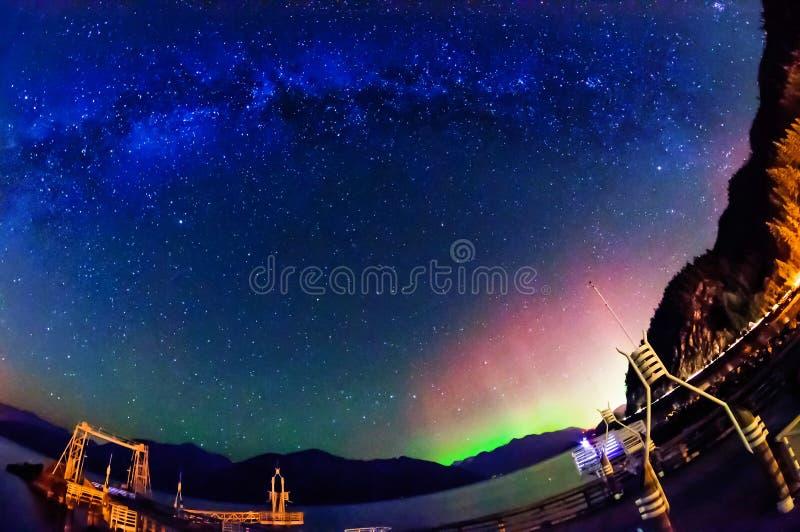 Północni światła i Milky sposób obraz stock