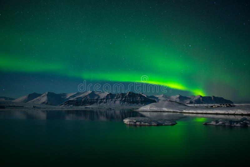 Północni światła nad lodowiec laguną Jokulsarlon, Iceland zdjęcie royalty free