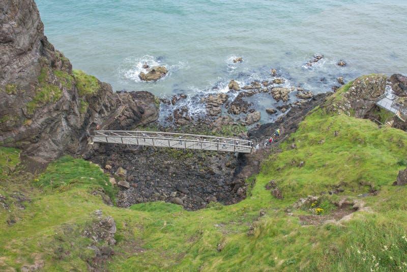 Północni Gobbins Ireland, Lipiec 21,2017 -Widok od falezy jeden most wzdłuż dramatycznego przejścia w Europa i fama fotografia stock