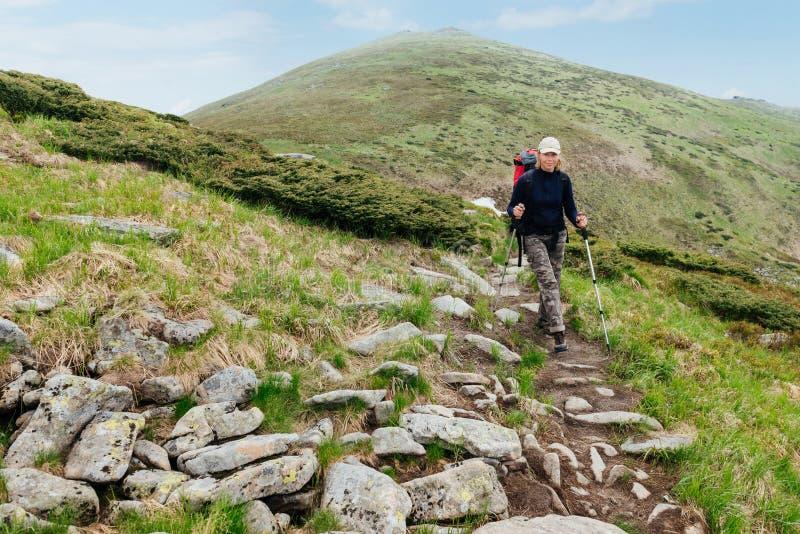 Północny spacer w górach w lecie obrazy royalty free
