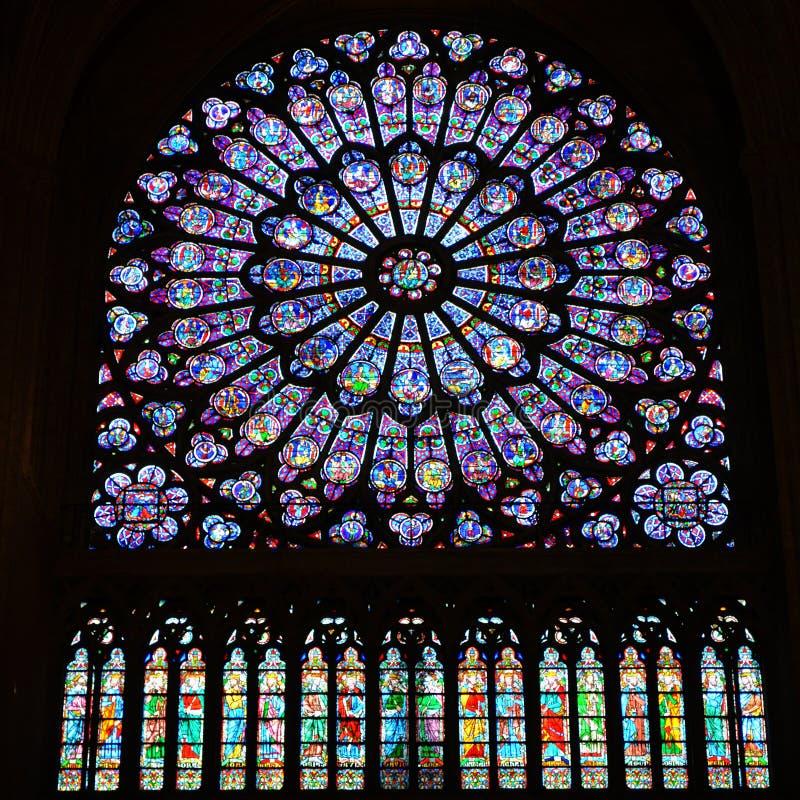 Północy Mary Różany Nadokienny Jezusowy witraż Notre Damae Katedralny Paryski Francja obrazy stock