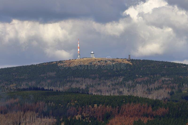 Późne lato krajobrazowa panorama góra Brocken wysoki szczyt Harz pasmo górskie, saxony, Niemcy obraz royalty free